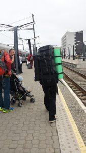 Вокзал в Таллине. Огромный рюкзак