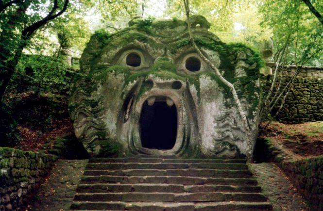 Лестница в Парко деи Мостри