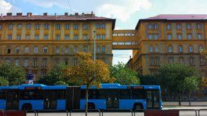 Будапешт. Автобусная остановка у вокзала Келети.