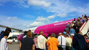 Розовый самолет Wizzair