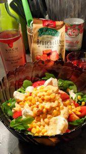 Салат с кукурузой и красное вино