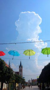 Зонтики на улице. Кестхей, Венгрия
