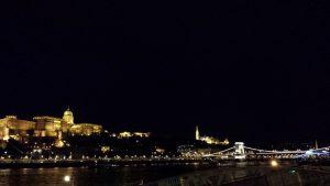 Будапешт. Будайская крепость и цепной мост Сечени ночью.
