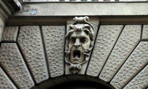 Будапешт. Маскарон на фасаде.