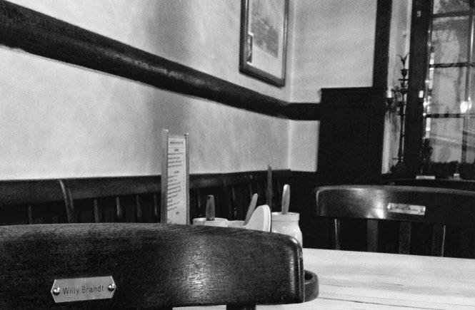 На этом стуле сиживал и пивал пиво Вилли Брандт | Блог без правок
