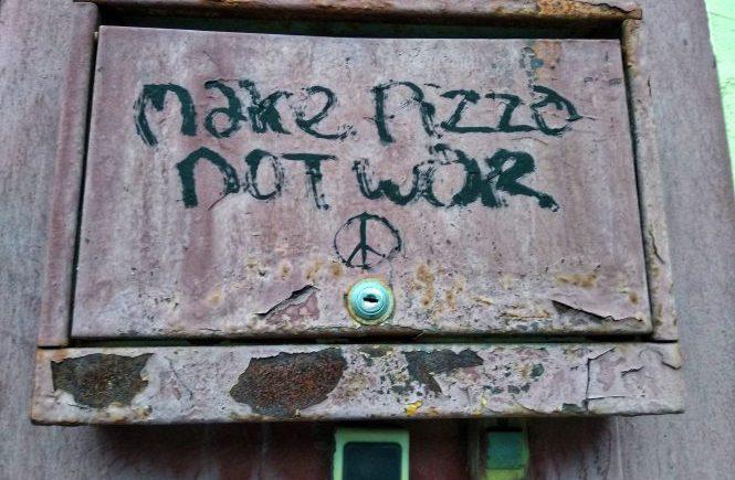 займись пиццей, а не войной
