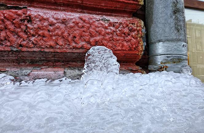 Разноцветная зима в Петербурге. Сосулька вверх | Блог без правок